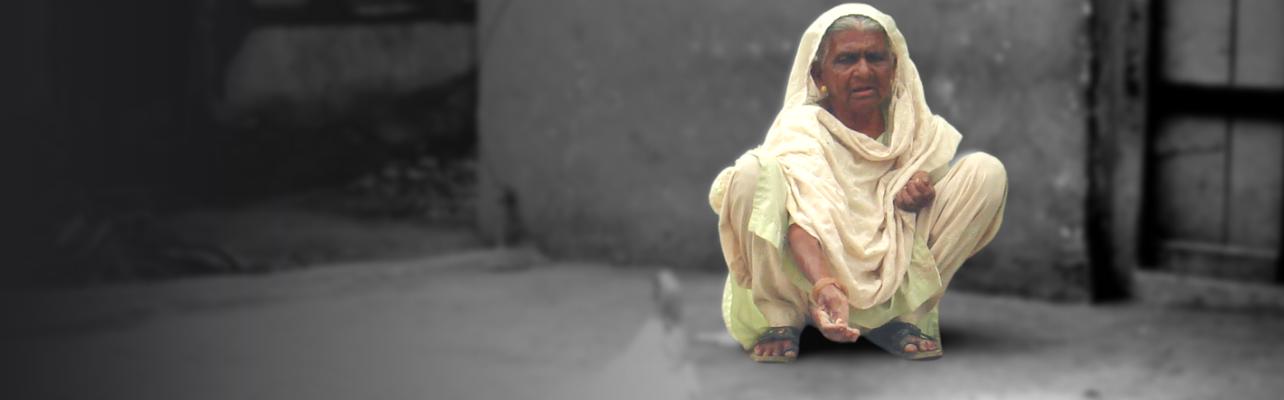 Stop. Help 50 elderly women in Aurangabad